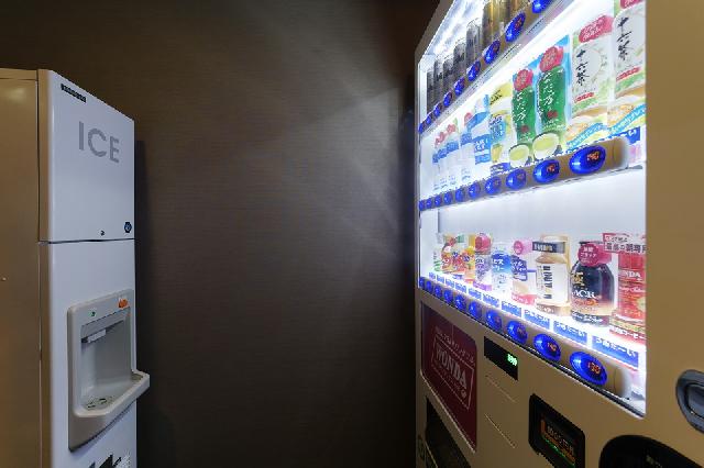 2階 ベンダールーム(自動販売機、製氷機、電子レンジ)
