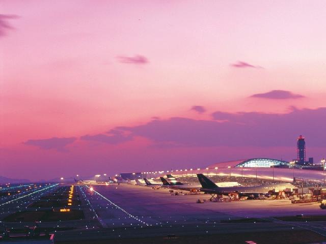 関西国際空港(電車で約70分)